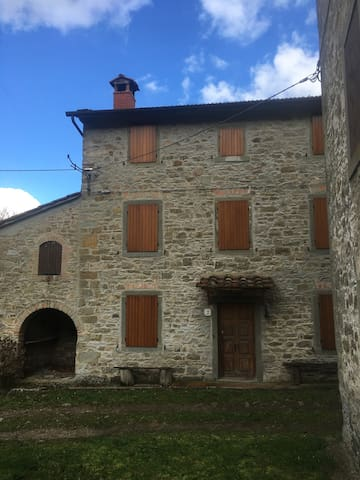 Ancient farmhouse in Vallesanta-Casentino-AR