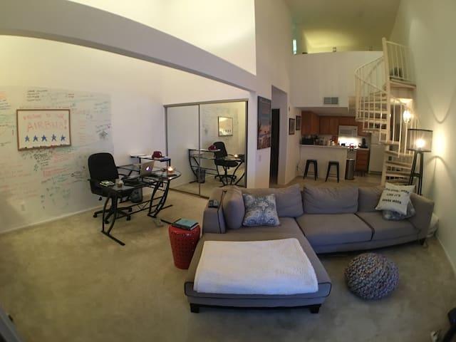 Penthouse Loft Close to Restaurants & Shopping - Los Angeles - Loft