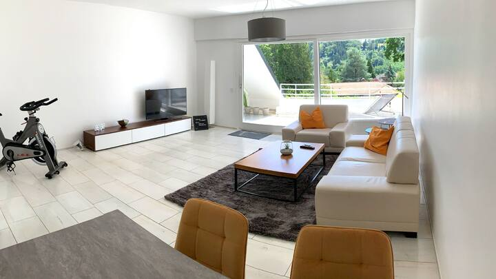 Moderne, helle 80 qm² Wohnung, Fernblick + Uni nah