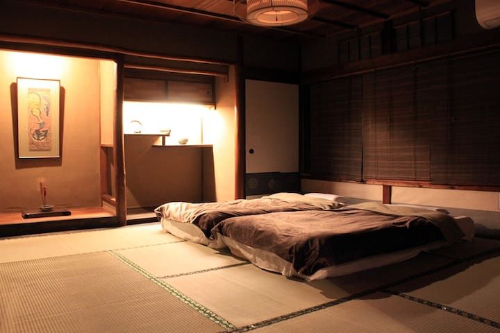 2nd Floor Winter- Bed room (14.56㎡ /8畳) is up to 3 beds (Futon). In addition there are closet rooms (5.46㎡/3畳) and porches, corridors, Facility room.