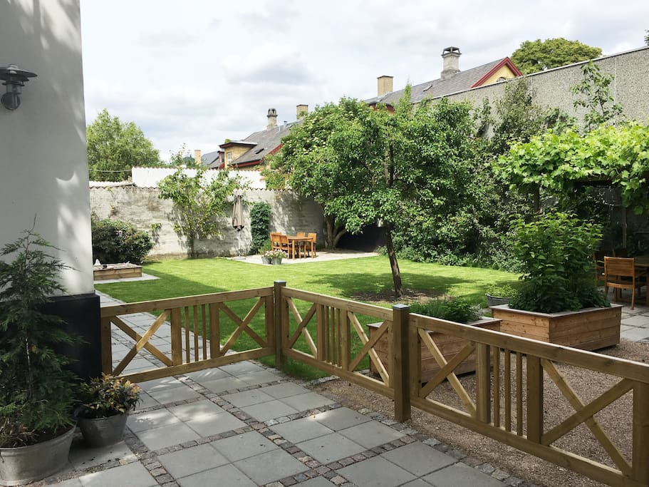 Access to private garden with 2 terraces and Weber coal barbecue