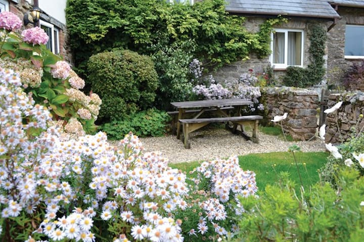 Rose Cottage at Little Quarme Cottages - Wheddon Cross - Casa