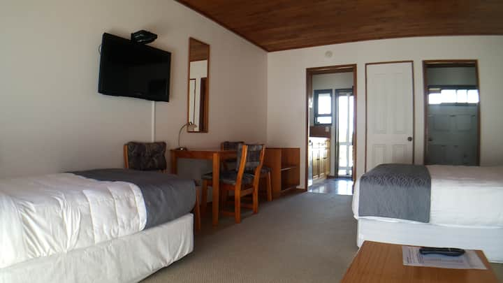 Self contained unit in centre of Paihia