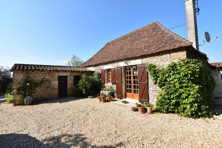 Perigord farmhouse with swimming pool