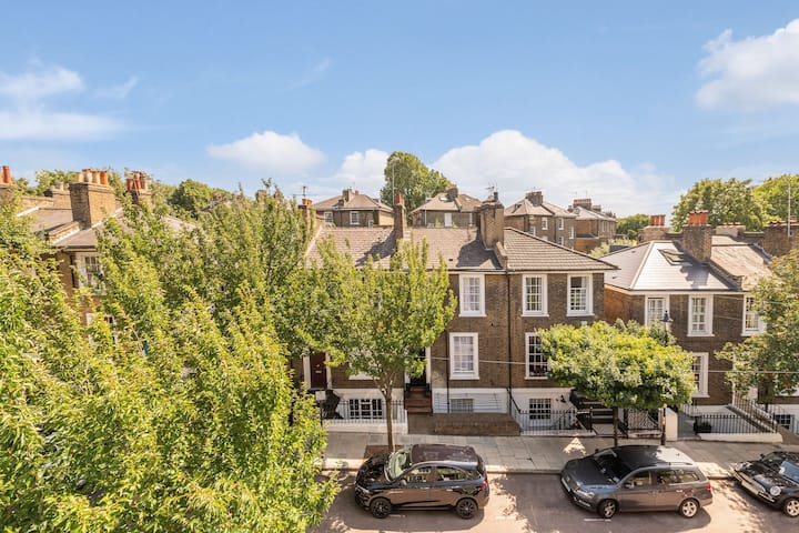 Large stylish house with garden near Kings Cross