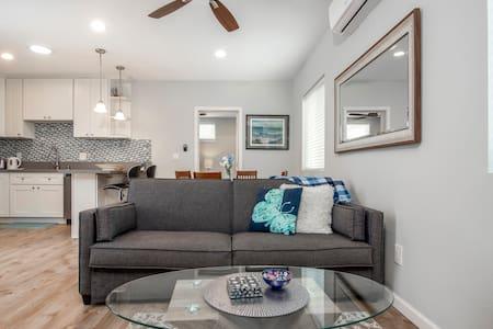 Skylit Guest Suite -Encinitas w/ Private driveway