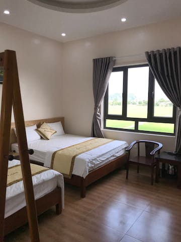 Tam cốc relax homestay with mountain views of rice