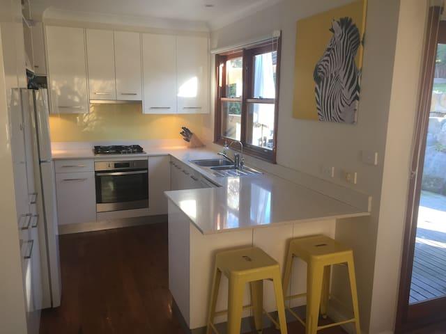 Family Beach House Open Plan Living w/Outdoor Spa - Little Bay - Huis