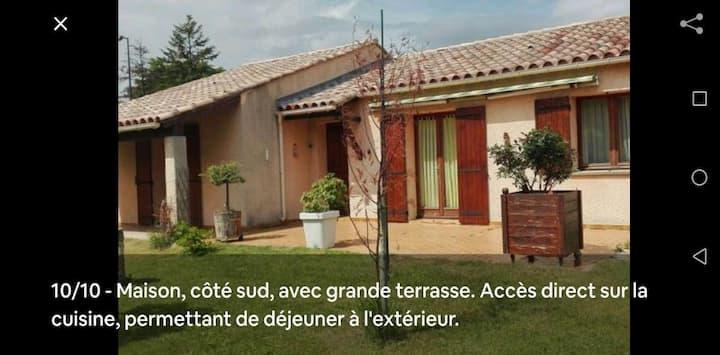 "Villa ""l'olivier "" quartier calme jardin spacieux"