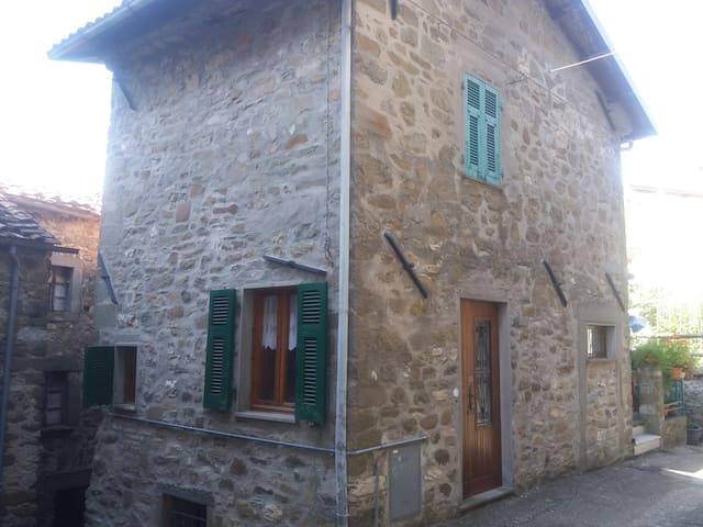 Piccola casa nel borgo di Luscignano