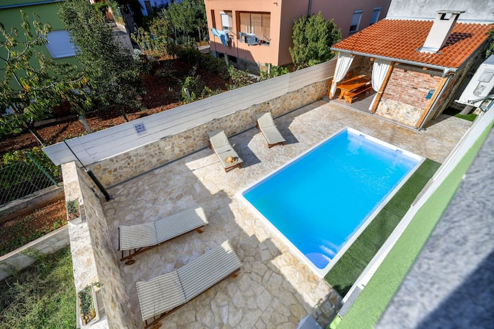Villa Medun - private pool, bbq, parking, A/C
