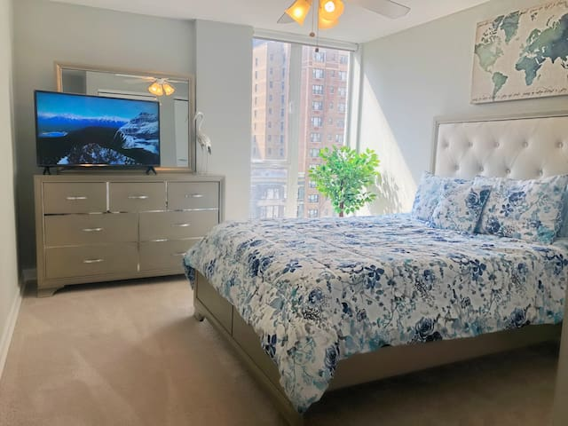Private Bed/Bath in a LUX 2 Beds apt w/ Lake View