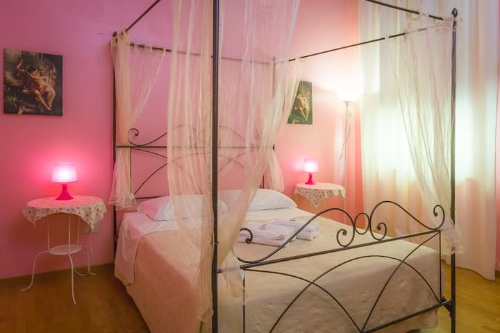 Juliette House - Pink Room