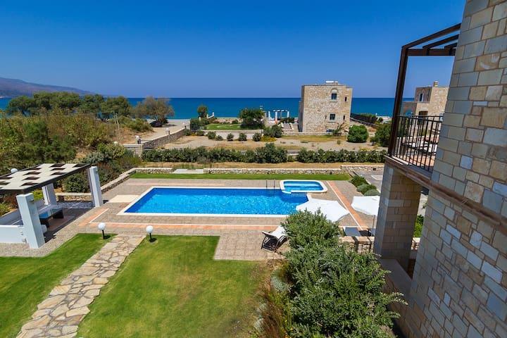 Walk to beach! Luxury and Serenity, Seaside Home