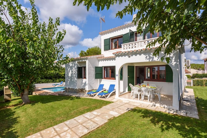 Beautiful house with swimming pool, garden, WIFI and air conditioning