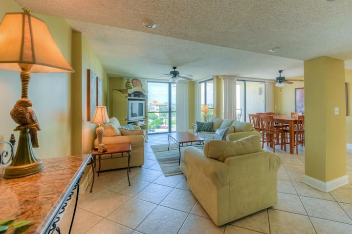 Charming 5th-floor condo in Destin! views of gulf! Outdoor pool/clubhouse