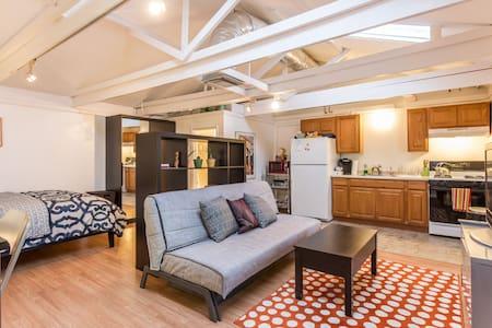 Poolside Guest House w Full Kitchen - 洛杉矶 - 公寓