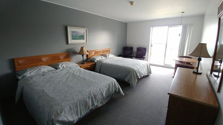 2 lits doubles, vue sur le fleuve, SDB privée, #68