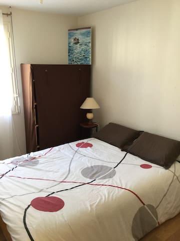 Simplicité d'une chambre lit double - Beaupreau - House
