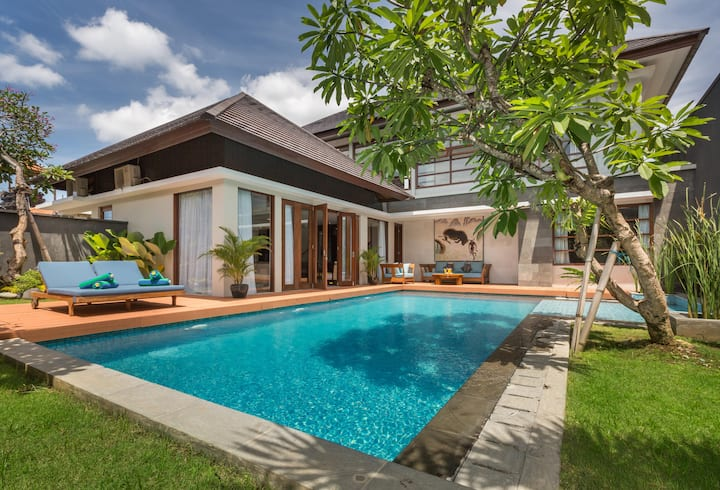 Tropical swimming pool overlooking the pool view and gardens | Elevate