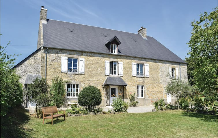 Holiday cottage with 3 bedrooms on 165m² in Appeville