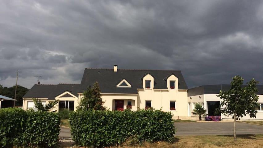 Grande Maison à la campagne avec  piscine chauffée - SENONNES - Ház
