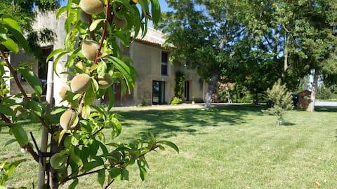 Studio neuf et spacieux en Provence