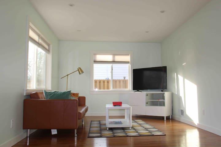 Super Cute updated home SE Portland, Walk Score 86