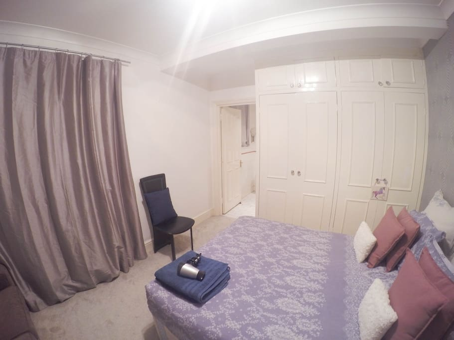 0A LONDON ROOM WITH PRIVATE BATHROOM