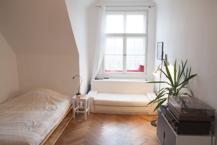 Beautiful room in the heart of Schwabing - München - Apartment