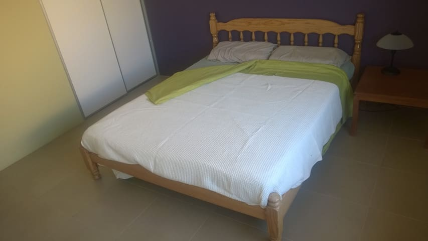 Modern furnished room with private toilet & shower - Canning Vale