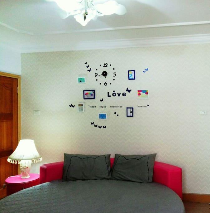 圆形床的卧室