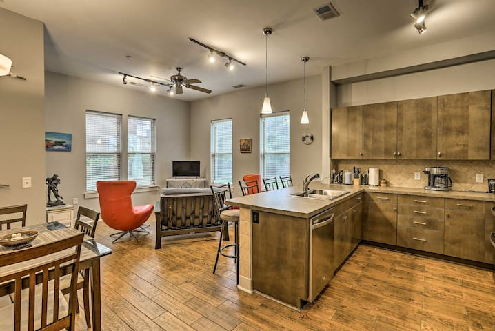 Chic Wilmington Condo in Brooklyn Arts District!