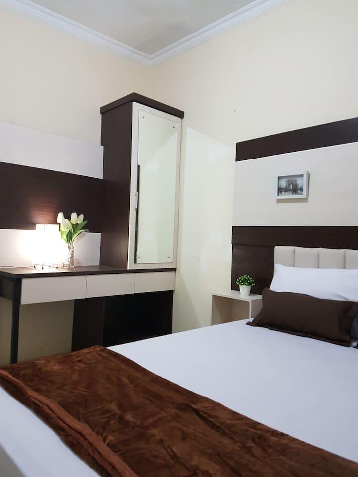 Kamar ber AC senyaman hotel bintang