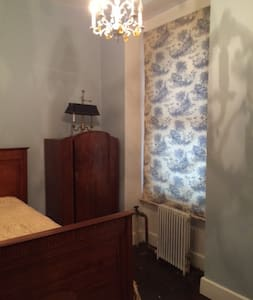 COZY ROOM FURNISHED W/ANTIQUES FiDi - New York - Apartment
