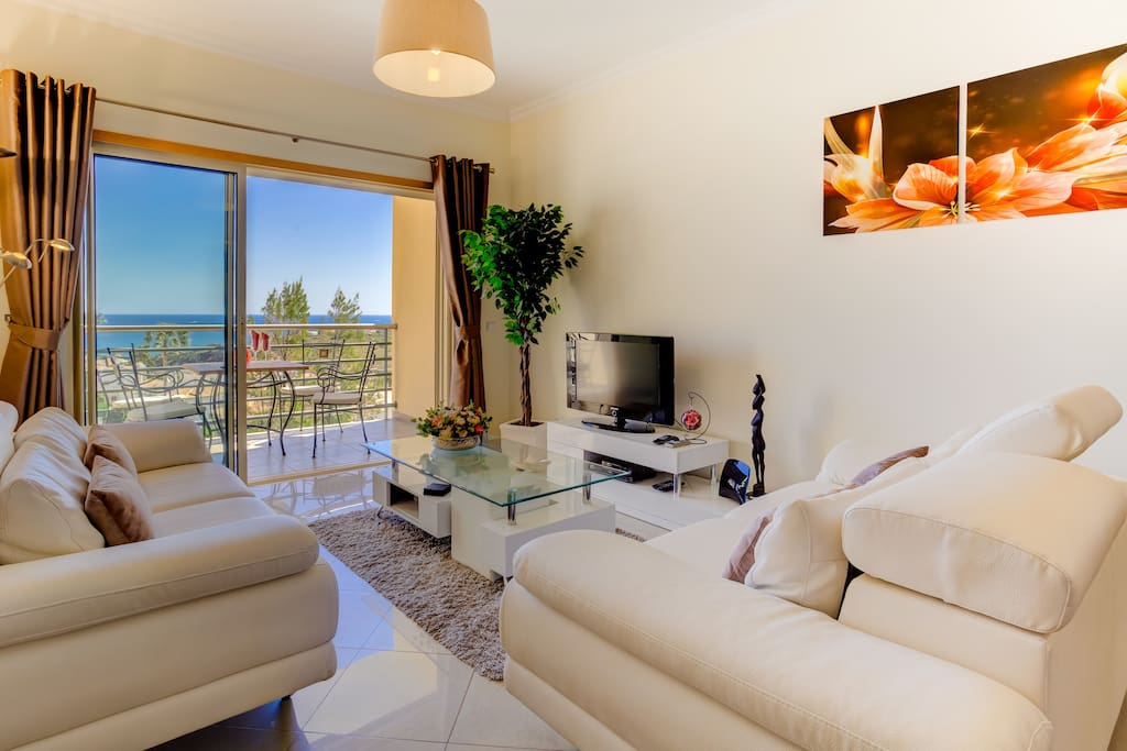 Relax comfortably in the spacious living room and enjoy the breathtaking view!