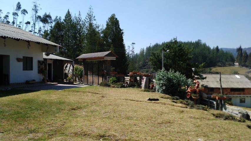Paipa- Boyacá --: Habitación y Baño - Paipa - Casa