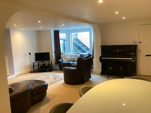 Large seafront apartment close to Southsea castle.