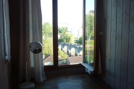 Chambre mansardée avec jolie vue - Limoges