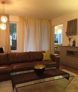 Room type: Entire home/apt Property type: Condominium Accommodates: 4 Bedrooms: 2 Bathrooms: 1.5