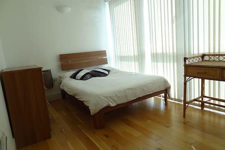 Double room on top floor in Hackney - Londres - Apartamento