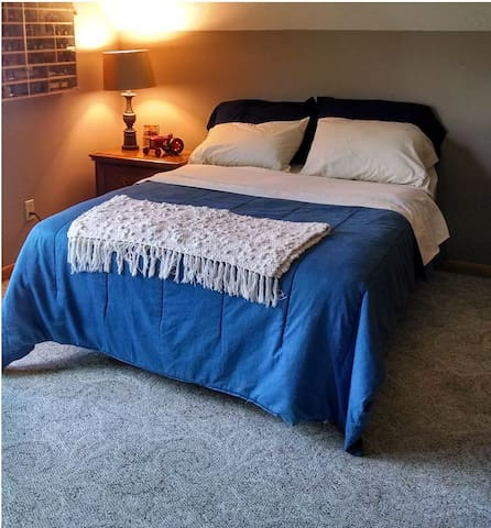 Guest bedroom has a double bed, smart TV (we do not have any subscritption services, but there is wifi), coffee pot with supplies, and towels/wascloths for guests.