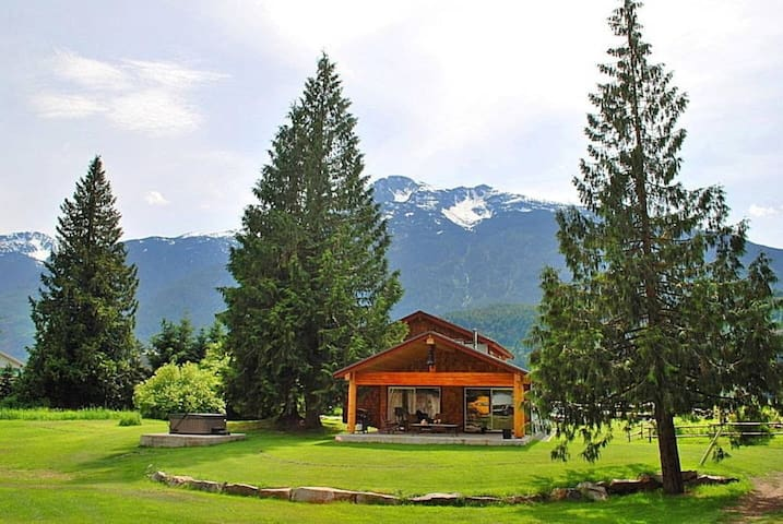 The Barking Frog Lodge - Pemberton - House