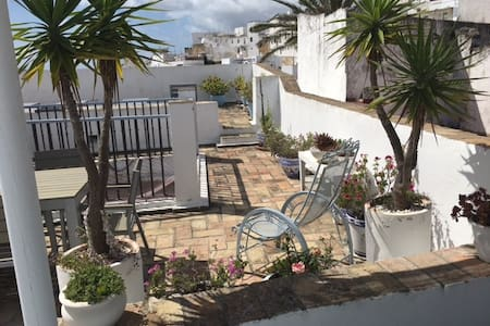 Patio house in historic old town with free parking - Huis