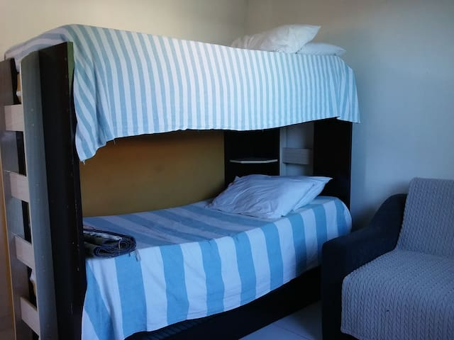 Quarto com treliche e sofá cama (foto 1)