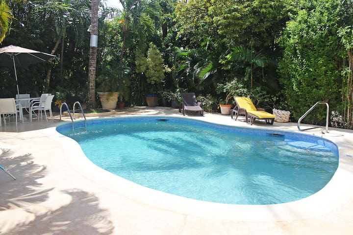 Tropical Home with Pool and Gardens - Jacaranda
