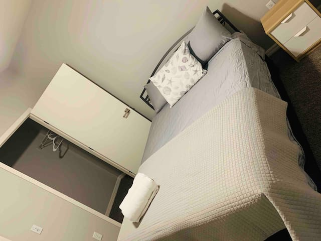 Awesome cozy bedroom, pool, gym, ONLY 8 MIN STRIP