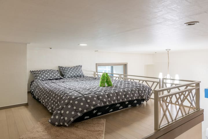 CHEAP Double Bed_Shared Space on Loft_GuroDigital3 - Seoul - Flat