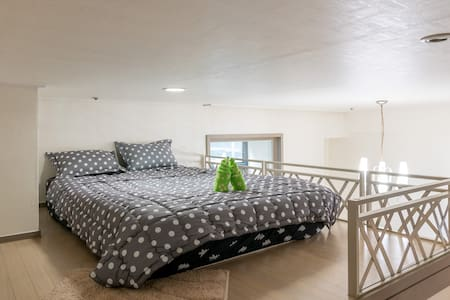CHEAP Double Bed_Shared Space on Loft_GuroDigital3 - 首尔 - 公寓