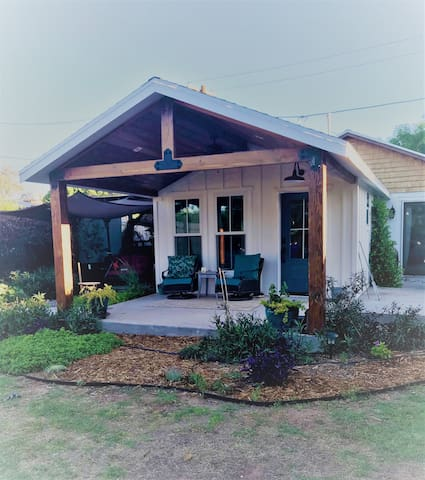 Not So Tiny Cottage right in Downtown Gilbert